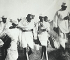 mahatama gandhi dandi march picture 1930